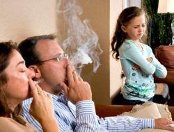 Người lớn hút thuốc, trẻ có thể lên cơn hen, đột tử